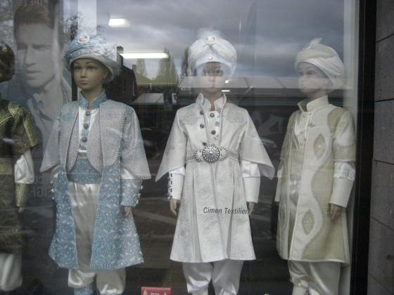 Ich würde ja das linke outfit vorziehen :)